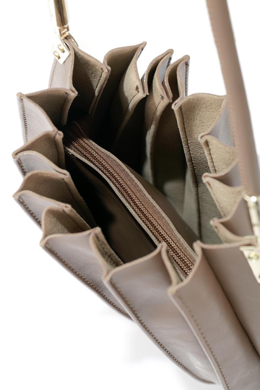 meliebiancoのCarrie(Chocolate)アコーディオンプリーツ・ミニショルダーバッグ/海外ファッション好きにオススメのインポートバッグとかばん、MelieBianco(メリービアンコ)のバッグやショルダーバッグ。アコーディオンプリーツの陰影が美しいポーチ付きのショルダーハンドバッグ。しっかりとしたビーガンレザーを使用しているので、プリーツがクタクタになることはありません。/main-12