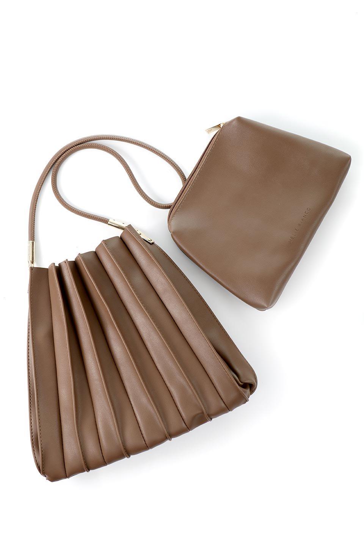 meliebiancoのCarrie(Chocolate)アコーディオンプリーツ・ミニショルダーバッグ/海外ファッション好きにオススメのインポートバッグとかばん、MelieBianco(メリービアンコ)のバッグやショルダーバッグ。アコーディオンプリーツの陰影が美しいポーチ付きのショルダーハンドバッグ。しっかりとしたビーガンレザーを使用しているので、プリーツがクタクタになることはありません。/main-16