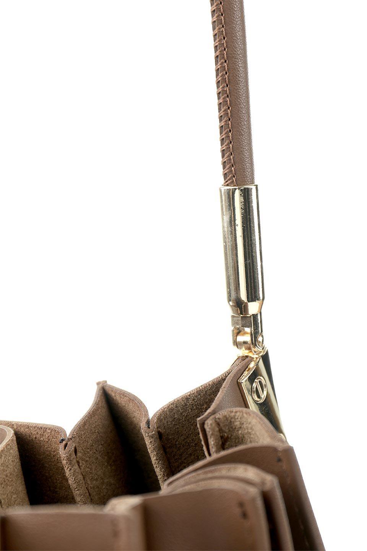 meliebiancoのCarrie(Chocolate)アコーディオンプリーツ・ミニショルダーバッグ/海外ファッション好きにオススメのインポートバッグとかばん、MelieBianco(メリービアンコ)のバッグやショルダーバッグ。アコーディオンプリーツの陰影が美しいポーチ付きのショルダーハンドバッグ。しっかりとしたビーガンレザーを使用しているので、プリーツがクタクタになることはありません。/main-8