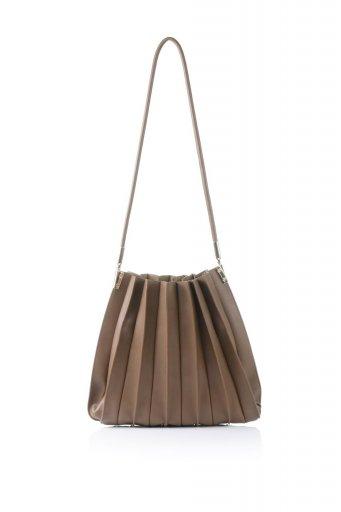 海外ファッションや大人カジュアルのためのインポートバッグ、かばんmelie bianco(メリービアンコ)のCarrie (Chocolate) アコーディオンプリーツ・ミニショルダーバッグ