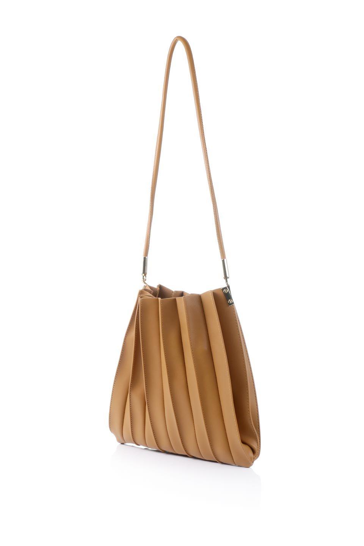 meliebiancoのCarrie(Tan)アコーディオンプリーツ・ミニショルダーバッグ/海外ファッション好きにオススメのインポートバッグとかばん、MelieBianco(メリービアンコ)のバッグやショルダーバッグ。アコーディオンプリーツの陰影が美しいポーチ付きのショルダーハンドバッグ。しっかりとしたビーガンレザーを使用しているので、プリーツがクタクタになることはありません。/main-1