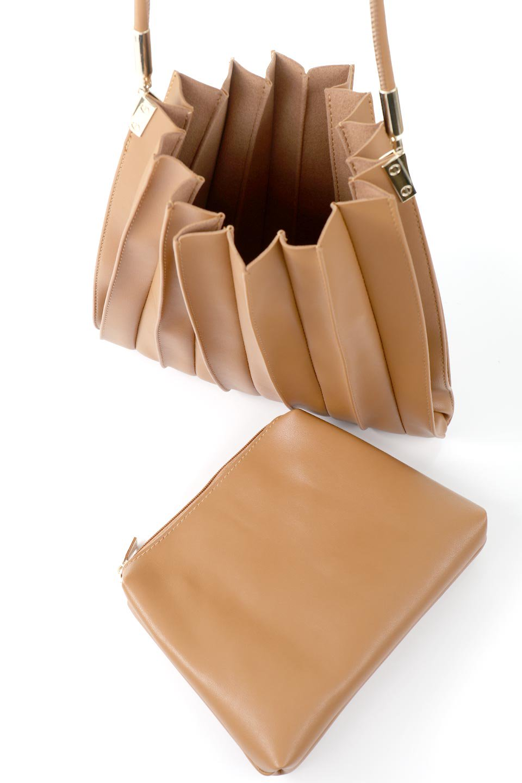 meliebiancoのCarrie(Tan)アコーディオンプリーツ・ミニショルダーバッグ/海外ファッション好きにオススメのインポートバッグとかばん、MelieBianco(メリービアンコ)のバッグやショルダーバッグ。アコーディオンプリーツの陰影が美しいポーチ付きのショルダーハンドバッグ。しっかりとしたビーガンレザーを使用しているので、プリーツがクタクタになることはありません。/main-13