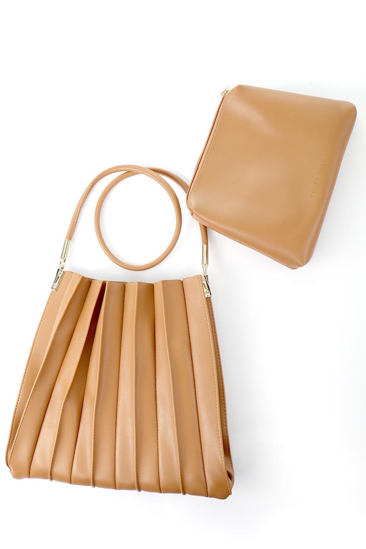 meliebiancoのCarrie(Tan)アコーディオンプリーツ・ミニショルダーバッグ/海外ファッション好きにオススメのインポートバッグとかばん、MelieBianco(メリービアンコ)のバッグやショルダーバッグ。アコーディオンプリーツの陰影が美しいポーチ付きのショルダーハンドバッグ。しっかりとしたビーガンレザーを使用しているので、プリーツがクタクタになることはありません。/main-15