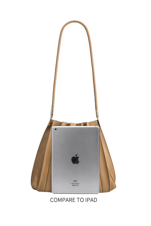 meliebiancoのCarrie(Tan)アコーディオンプリーツ・ミニショルダーバッグ/海外ファッション好きにオススメのインポートバッグとかばん、MelieBianco(メリービアンコ)のバッグやショルダーバッグ。アコーディオンプリーツの陰影が美しいポーチ付きのショルダーハンドバッグ。しっかりとしたビーガンレザーを使用しているので、プリーツがクタクタになることはありません。/main-16