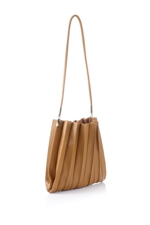 meliebiancoのCarrie(Tan)アコーディオンプリーツ・ミニショルダーバッグ/海外ファッション好きにオススメのインポートバッグとかばん、MelieBianco(メリービアンコ)のバッグやショルダーバッグ。アコーディオンプリーツの陰影が美しいポーチ付きのショルダーハンドバッグ。しっかりとしたビーガンレザーを使用しているので、プリーツがクタクタになることはありません。/main-3