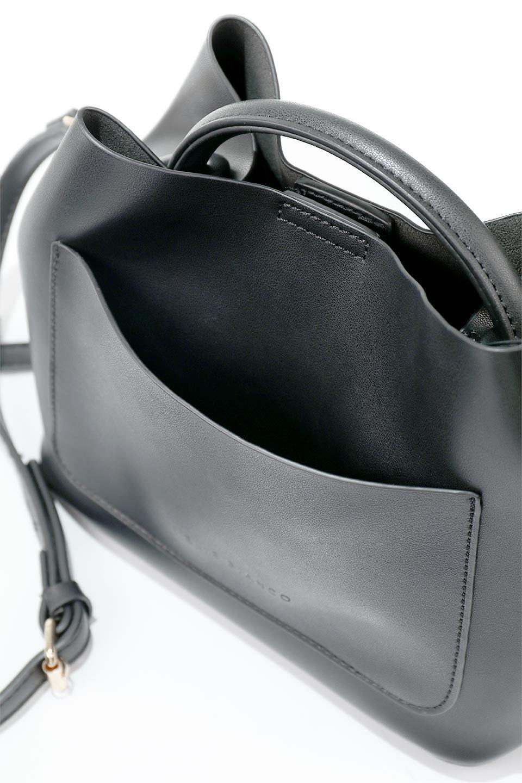 meliebiancoのAnnie(Black)ポーチ付き・ミニハンドバッグ/海外ファッション好きにオススメのインポートバッグとかばん、MelieBianco(メリービアンコ)のバッグやショルダーバッグ。ストラップを付ければショルダーバッグにもなる2Wayタイプのミニハンドバッグ。小さなボディの中には同色のポーチが付属します。/main-12