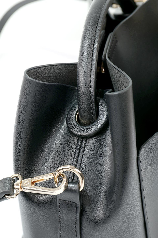 meliebiancoのAnnie(Black)ポーチ付き・ミニハンドバッグ/海外ファッション好きにオススメのインポートバッグとかばん、MelieBianco(メリービアンコ)のバッグやショルダーバッグ。ストラップを付ければショルダーバッグにもなる2Wayタイプのミニハンドバッグ。小さなボディの中には同色のポーチが付属します。/main-9