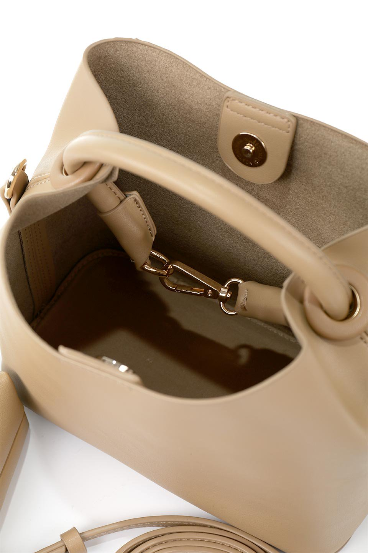 meliebiancoのAnnie(Tan)ポーチ付き・ミニハンドバッグ/海外ファッション好きにオススメのインポートバッグとかばん、MelieBianco(メリービアンコ)のバッグやショルダーバッグ。ストラップを付ければショルダーバッグにもなる2Wayタイプのミニハンドバッグ。小さなボディの中には同色のポーチが付属します。/main-12