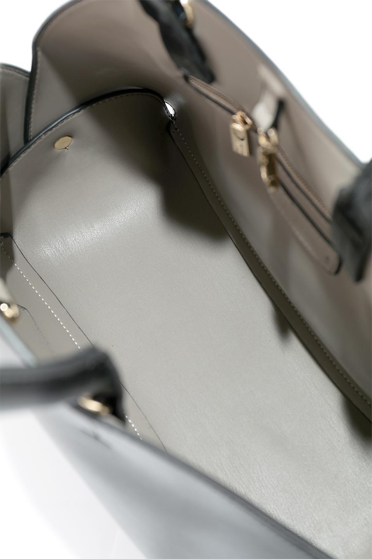 meliebiancoのAusten(Black)ポーチ付き・ラウンドハンドバッグ/海外ファッション好きにオススメのインポートバッグとかばん、MelieBianco(メリービアンコ)のバッグやショルダーバッグ。ミニマルデザインのポーチ付きハンドバッグ。シンプルでコーデの邪魔をしない上品な雰囲気を醸し出すアイテムです。/main-10
