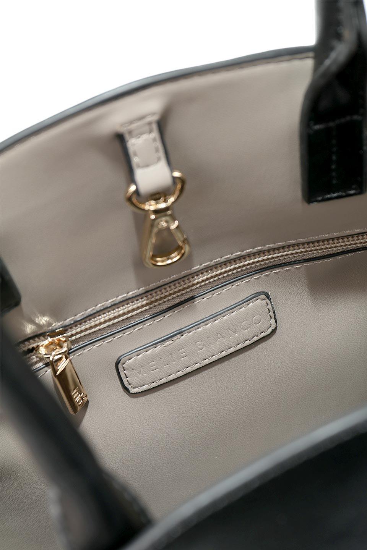 meliebiancoのAusten(Black)ポーチ付き・ラウンドハンドバッグ/海外ファッション好きにオススメのインポートバッグとかばん、MelieBianco(メリービアンコ)のバッグやショルダーバッグ。ミニマルデザインのポーチ付きハンドバッグ。シンプルでコーデの邪魔をしない上品な雰囲気を醸し出すアイテムです。/main-11