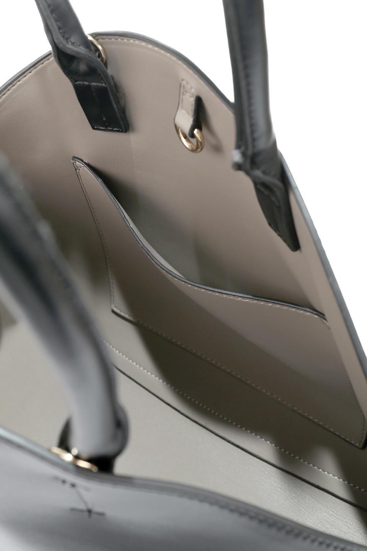 meliebiancoのAusten(Black)ポーチ付き・ラウンドハンドバッグ/海外ファッション好きにオススメのインポートバッグとかばん、MelieBianco(メリービアンコ)のバッグやショルダーバッグ。ミニマルデザインのポーチ付きハンドバッグ。シンプルでコーデの邪魔をしない上品な雰囲気を醸し出すアイテムです。/main-12