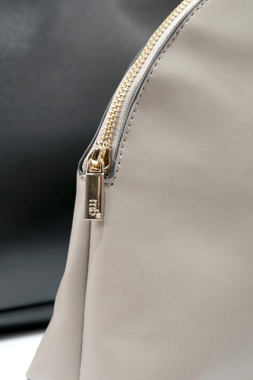 meliebiancoのAusten(Black)ポーチ付き・ラウンドハンドバッグ/海外ファッション好きにオススメのインポートバッグとかばん、MelieBianco(メリービアンコ)のバッグやショルダーバッグ。ミニマルデザインのポーチ付きハンドバッグ。シンプルでコーデの邪魔をしない上品な雰囲気を醸し出すアイテムです。/main-15