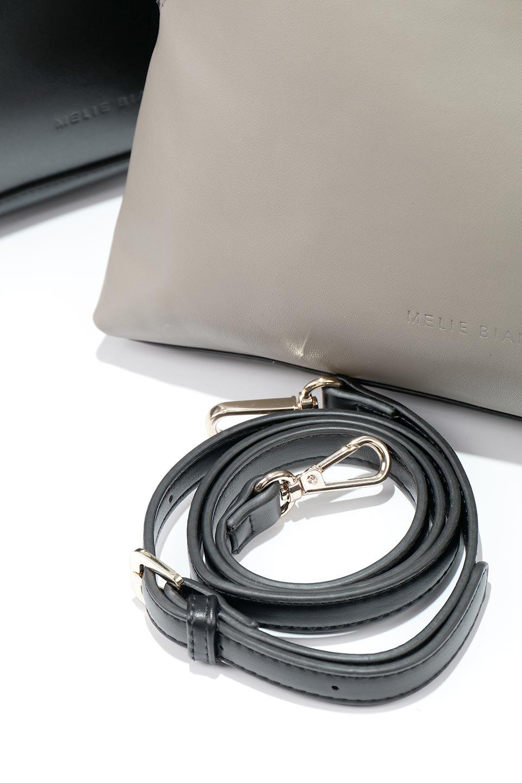 meliebiancoのAusten(Black)ポーチ付き・ラウンドハンドバッグ/海外ファッション好きにオススメのインポートバッグとかばん、MelieBianco(メリービアンコ)のバッグやショルダーバッグ。ミニマルデザインのポーチ付きハンドバッグ。シンプルでコーデの邪魔をしない上品な雰囲気を醸し出すアイテムです。/main-16