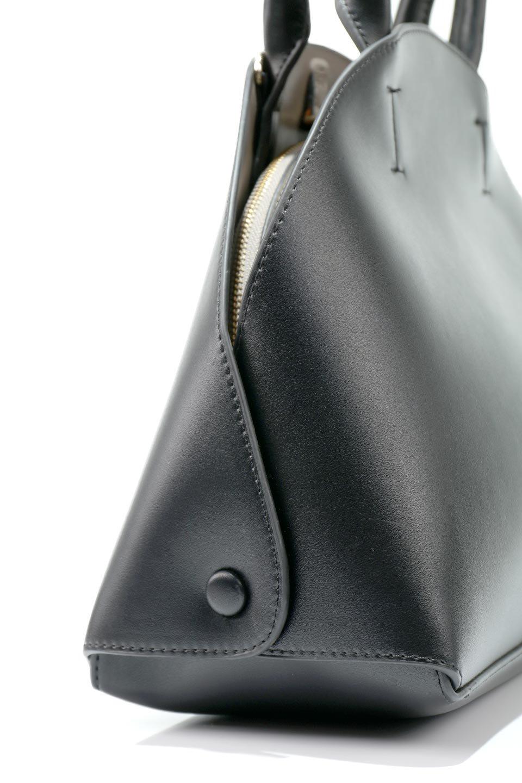 meliebiancoのAusten(Black)ポーチ付き・ラウンドハンドバッグ/海外ファッション好きにオススメのインポートバッグとかばん、MelieBianco(メリービアンコ)のバッグやショルダーバッグ。ミニマルデザインのポーチ付きハンドバッグ。シンプルでコーデの邪魔をしない上品な雰囲気を醸し出すアイテムです。/main-6