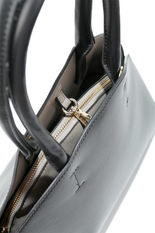 meliebiancoのAusten(Black)ポーチ付き・ラウンドハンドバッグ/海外ファッション好きにオススメのインポートバッグとかばん、MelieBianco(メリービアンコ)のバッグやショルダーバッグ。ミニマルデザインのポーチ付きハンドバッグ。シンプルでコーデの邪魔をしない上品な雰囲気を醸し出すアイテムです。/main-7