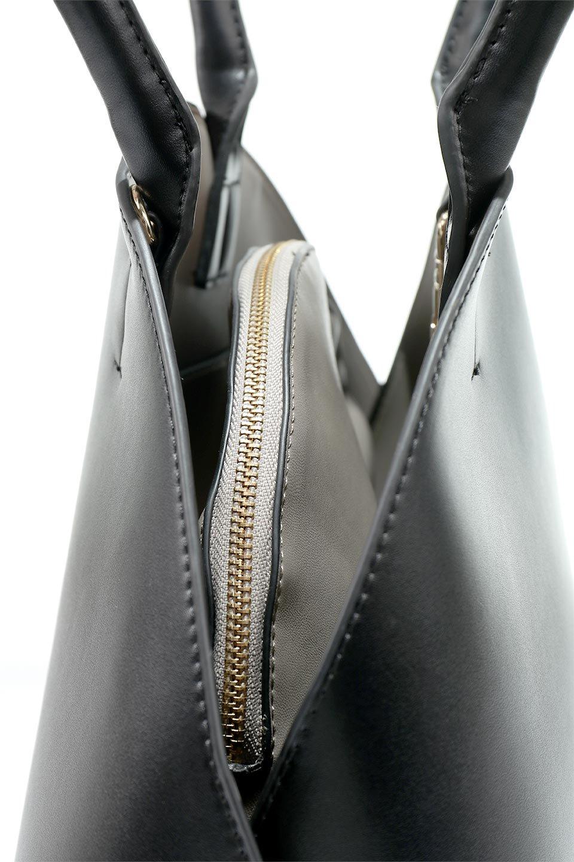 meliebiancoのAusten(Black)ポーチ付き・ラウンドハンドバッグ/海外ファッション好きにオススメのインポートバッグとかばん、MelieBianco(メリービアンコ)のバッグやショルダーバッグ。ミニマルデザインのポーチ付きハンドバッグ。シンプルでコーデの邪魔をしない上品な雰囲気を醸し出すアイテムです。/main-9
