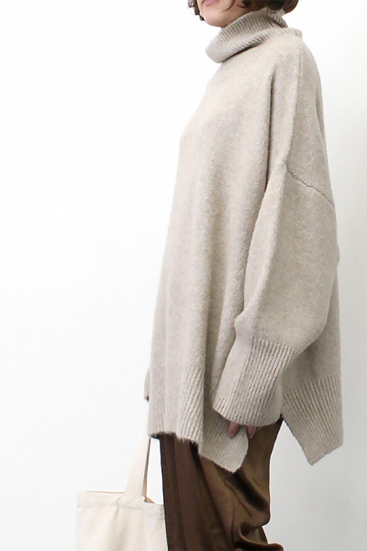 MixedKnitHighNeckPullOverTopミックス柄・ハイネックセーター大人カジュアルに最適な海外ファッションのothers(その他インポートアイテム)のトップスやニット・セーター。もちふわで軽やかなブークレーニットのプルオーバートップス。ドロップショルダーとルーズシルエットが今季らしく抜け感たっぷりな着こなしができます。/main-24