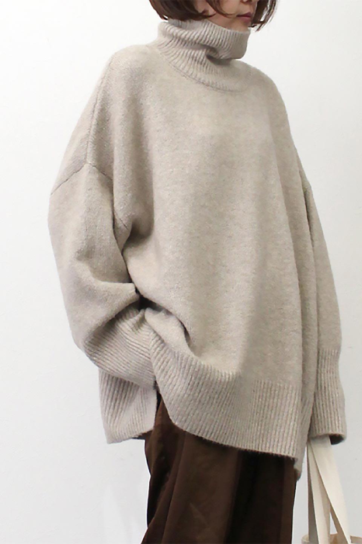MixedKnitHighNeckPullOverTopミックス柄・ハイネックセーター大人カジュアルに最適な海外ファッションのothers(その他インポートアイテム)のトップスやニット・セーター。もちふわで軽やかなブークレーニットのプルオーバートップス。ドロップショルダーとルーズシルエットが今季らしく抜け感たっぷりな着こなしができます。/main-25