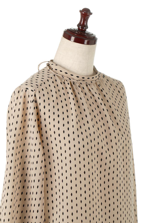 2WayHighNeckBlouse2ウェイ・ハイネックブラウス大人カジュアルに最適な海外ファッションのothers(その他インポートアイテム)のトップスやシャツ・ブラウス。前後2WAYで着れる万能ブラウス。綺麗目にもカジュアルにも着こなしができるブラウスは寒いシーズンにも大活躍。/main-10