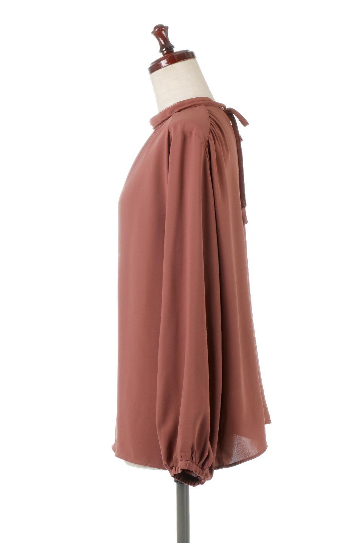 2WayHighNeckBlouse2ウェイ・ハイネックブラウス大人カジュアルに最適な海外ファッションのothers(その他インポートアイテム)のトップスやシャツ・ブラウス。前後2WAYで着れる万能ブラウス。綺麗目にもカジュアルにも着こなしができるブラウスは寒いシーズンにも大活躍。/main-7