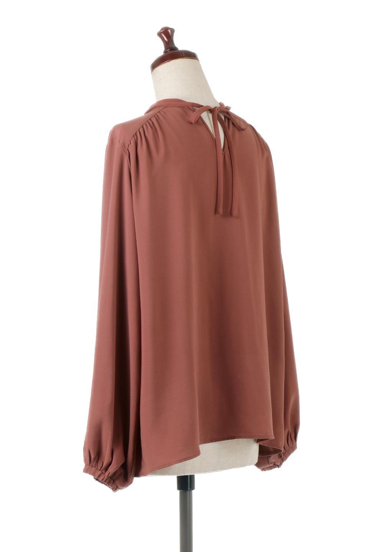 2WayHighNeckBlouse2ウェイ・ハイネックブラウス大人カジュアルに最適な海外ファッションのothers(その他インポートアイテム)のトップスやシャツ・ブラウス。前後2WAYで着れる万能ブラウス。綺麗目にもカジュアルにも着こなしができるブラウスは寒いシーズンにも大活躍。/main-8