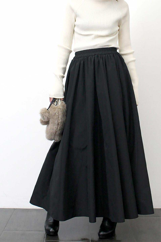 TaffetafabricMaxiFlareSkirtワイドフレア・タフタスカート大人カジュアルに最適な海外ファッションのothers(その他インポートアイテム)のボトムやスカート。上品で控えめな光沢があるタフタ素材を使用したフレアスカート。ウエストから広がるワイドなシルエットで、トップスのボリューム次第で様々な着回しが楽しめます。/main-25