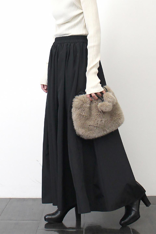 TaffetafabricMaxiFlareSkirtワイドフレア・タフタスカート大人カジュアルに最適な海外ファッションのothers(その他インポートアイテム)のボトムやスカート。上品で控えめな光沢があるタフタ素材を使用したフレアスカート。ウエストから広がるワイドなシルエットで、トップスのボリューム次第で様々な着回しが楽しめます。/main-27