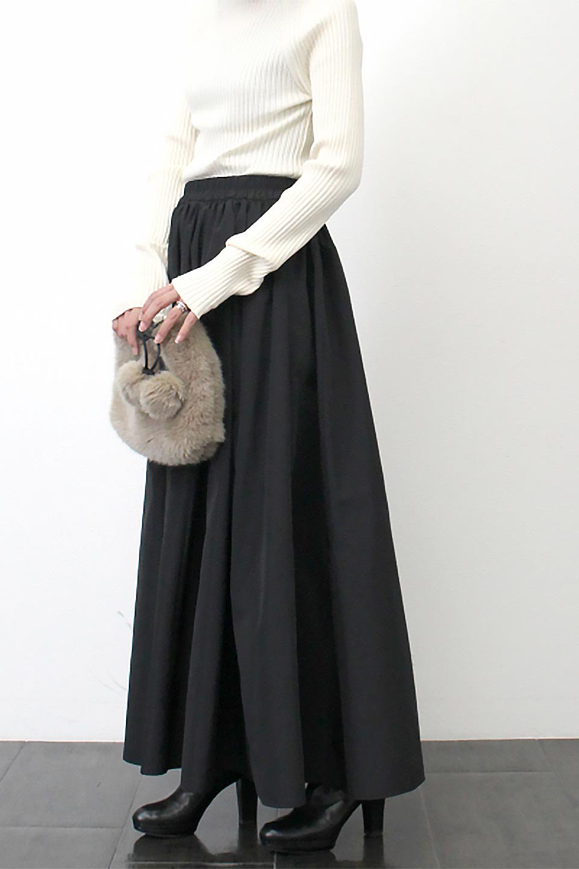 TaffetafabricMaxiFlareSkirtワイドフレア・タフタスカート大人カジュアルに最適な海外ファッションのothers(その他インポートアイテム)のボトムやスカート。上品で控えめな光沢があるタフタ素材を使用したフレアスカート。ウエストから広がるワイドなシルエットで、トップスのボリューム次第で様々な着回しが楽しめます。/main-28