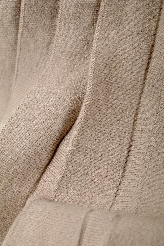 PleatedRibKnitSkirtリブニット・プリーツスカート大人カジュアルに最適な海外ファッションのothers(その他インポートアイテム)のボトムやスカート。清涼感があり、上品な雰囲気なレーヨンナイロンのニットプリーツスカート。リラックス感のあるシルエットで身体にすんなりと馴染んでくれます。/main-16
