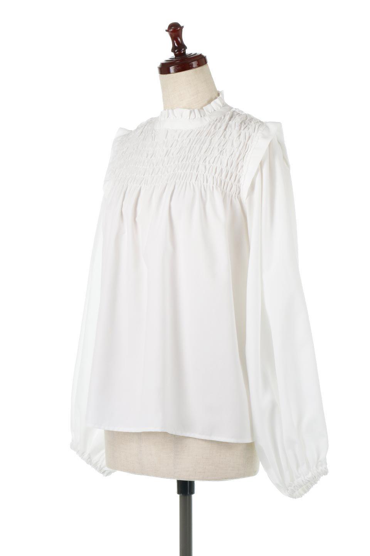ShirringDetailPuffSleeveBlouseパフスリーブ・シャーリングブラウス大人カジュアルに最適な海外ファッションのothers(その他インポートアイテム)のトップスやシャツ・ブラウス。温かみのあるピーチフェイス加工の生地を使用した長袖ブラウス。フロントのシャーリングからの控えめなハイネックが可愛いピント。/main-1