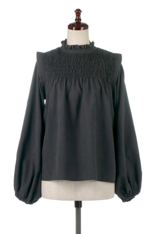 ShirringDetailPuffSleeveBlouseパフスリーブ・シャーリングブラウス大人カジュアルに最適な海外ファッションのothers(その他インポートアイテム)のトップスやシャツ・ブラウス。温かみのあるピーチフェイス加工の生地を使用した長袖ブラウス。フロントのシャーリングからの控えめなハイネックが可愛いピント。/main-10