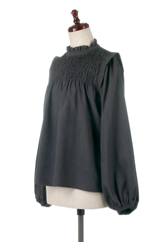 ShirringDetailPuffSleeveBlouseパフスリーブ・シャーリングブラウス大人カジュアルに最適な海外ファッションのothers(その他インポートアイテム)のトップスやシャツ・ブラウス。温かみのあるピーチフェイス加工の生地を使用した長袖ブラウス。フロントのシャーリングからの控えめなハイネックが可愛いピント。/main-11