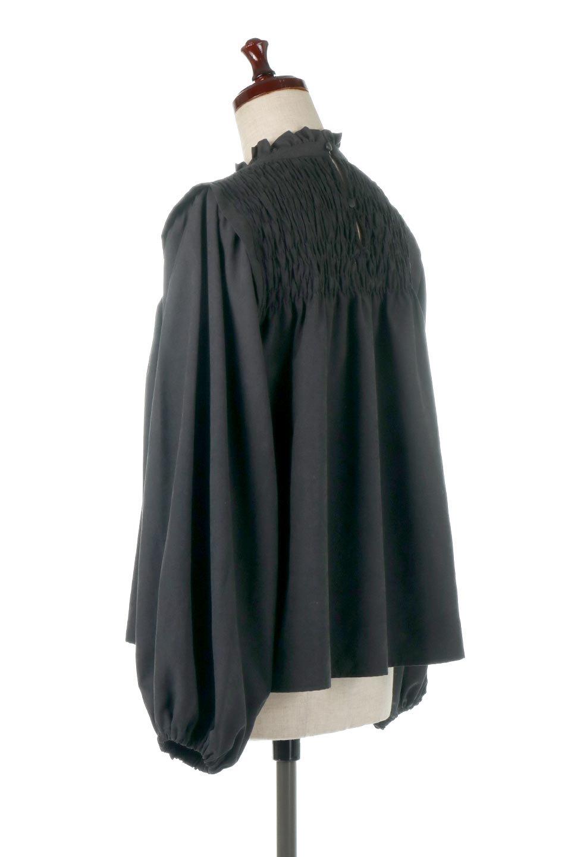 ShirringDetailPuffSleeveBlouseパフスリーブ・シャーリングブラウス大人カジュアルに最適な海外ファッションのothers(その他インポートアイテム)のトップスやシャツ・ブラウス。温かみのあるピーチフェイス加工の生地を使用した長袖ブラウス。フロントのシャーリングからの控えめなハイネックが可愛いピント。/main-13