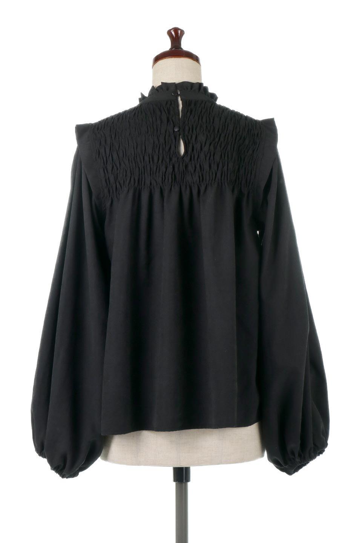 ShirringDetailPuffSleeveBlouseパフスリーブ・シャーリングブラウス大人カジュアルに最適な海外ファッションのothers(その他インポートアイテム)のトップスやシャツ・ブラウス。温かみのあるピーチフェイス加工の生地を使用した長袖ブラウス。フロントのシャーリングからの控えめなハイネックが可愛いピント。/main-14
