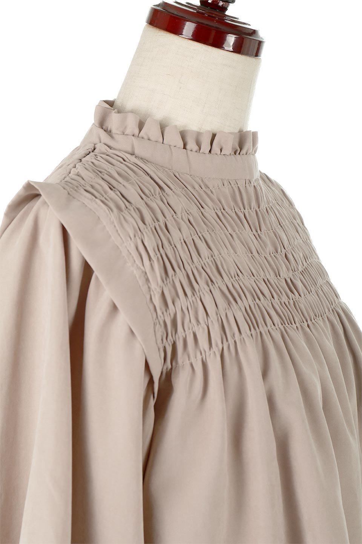 ShirringDetailPuffSleeveBlouseパフスリーブ・シャーリングブラウス大人カジュアルに最適な海外ファッションのothers(その他インポートアイテム)のトップスやシャツ・ブラウス。温かみのあるピーチフェイス加工の生地を使用した長袖ブラウス。フロントのシャーリングからの控えめなハイネックが可愛いピント。/main-15