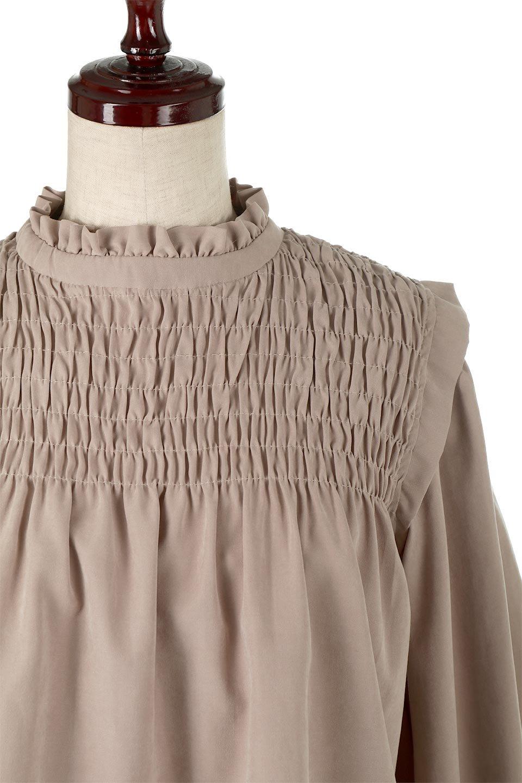 ShirringDetailPuffSleeveBlouseパフスリーブ・シャーリングブラウス大人カジュアルに最適な海外ファッションのothers(その他インポートアイテム)のトップスやシャツ・ブラウス。温かみのあるピーチフェイス加工の生地を使用した長袖ブラウス。フロントのシャーリングからの控えめなハイネックが可愛いピント。/main-16