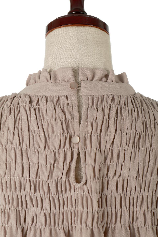 ShirringDetailPuffSleeveBlouseパフスリーブ・シャーリングブラウス大人カジュアルに最適な海外ファッションのothers(その他インポートアイテム)のトップスやシャツ・ブラウス。温かみのあるピーチフェイス加工の生地を使用した長袖ブラウス。フロントのシャーリングからの控えめなハイネックが可愛いピント。/main-17