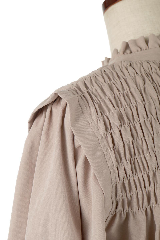 ShirringDetailPuffSleeveBlouseパフスリーブ・シャーリングブラウス大人カジュアルに最適な海外ファッションのothers(その他インポートアイテム)のトップスやシャツ・ブラウス。温かみのあるピーチフェイス加工の生地を使用した長袖ブラウス。フロントのシャーリングからの控えめなハイネックが可愛いピント。/main-18
