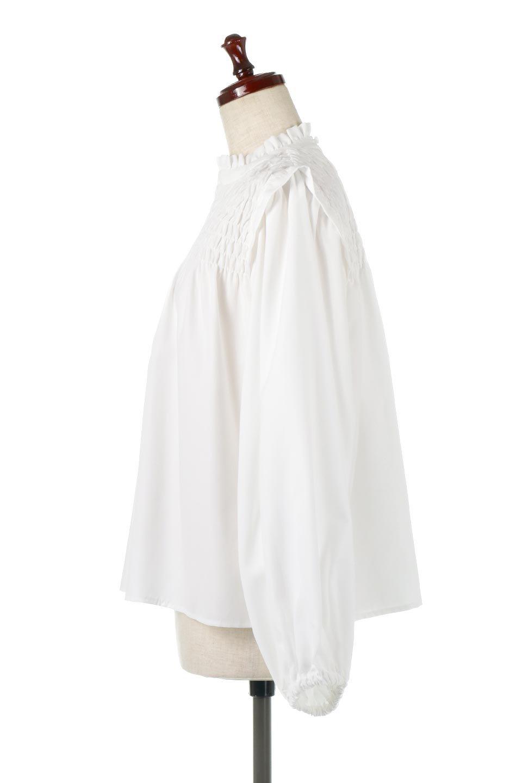 ShirringDetailPuffSleeveBlouseパフスリーブ・シャーリングブラウス大人カジュアルに最適な海外ファッションのothers(その他インポートアイテム)のトップスやシャツ・ブラウス。温かみのあるピーチフェイス加工の生地を使用した長袖ブラウス。フロントのシャーリングからの控えめなハイネックが可愛いピント。/main-2