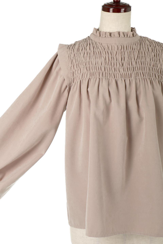 ShirringDetailPuffSleeveBlouseパフスリーブ・シャーリングブラウス大人カジュアルに最適な海外ファッションのothers(その他インポートアイテム)のトップスやシャツ・ブラウス。温かみのあるピーチフェイス加工の生地を使用した長袖ブラウス。フロントのシャーリングからの控えめなハイネックが可愛いピント。/main-21