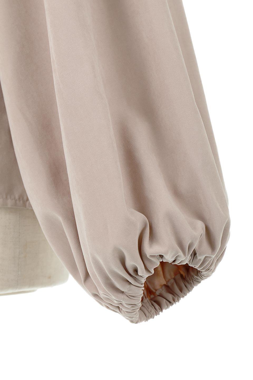 ShirringDetailPuffSleeveBlouseパフスリーブ・シャーリングブラウス大人カジュアルに最適な海外ファッションのothers(その他インポートアイテム)のトップスやシャツ・ブラウス。温かみのあるピーチフェイス加工の生地を使用した長袖ブラウス。フロントのシャーリングからの控えめなハイネックが可愛いピント。/main-22