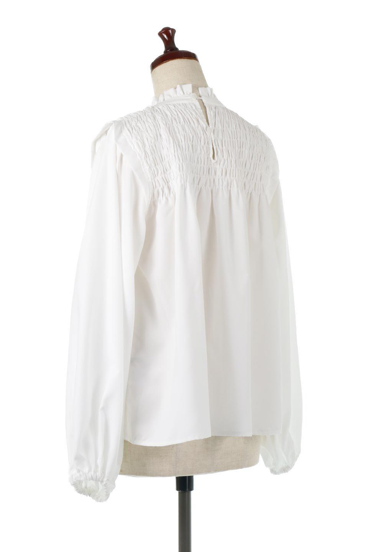ShirringDetailPuffSleeveBlouseパフスリーブ・シャーリングブラウス大人カジュアルに最適な海外ファッションのothers(その他インポートアイテム)のトップスやシャツ・ブラウス。温かみのあるピーチフェイス加工の生地を使用した長袖ブラウス。フロントのシャーリングからの控えめなハイネックが可愛いピント。/main-3