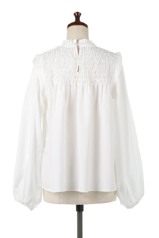 ShirringDetailPuffSleeveBlouseパフスリーブ・シャーリングブラウス大人カジュアルに最適な海外ファッションのothers(その他インポートアイテム)のトップスやシャツ・ブラウス。温かみのあるピーチフェイス加工の生地を使用した長袖ブラウス。フロントのシャーリングからの控えめなハイネックが可愛いピント。/main-4