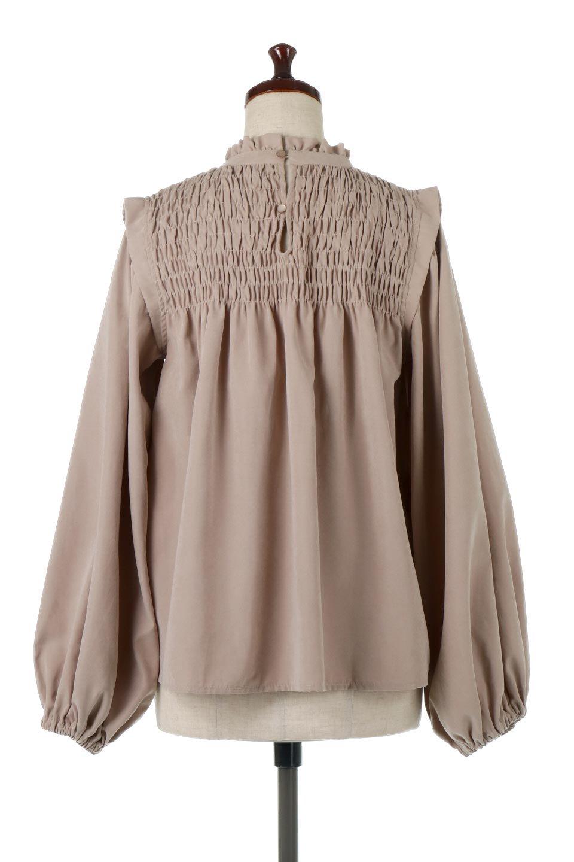 ShirringDetailPuffSleeveBlouseパフスリーブ・シャーリングブラウス大人カジュアルに最適な海外ファッションのothers(その他インポートアイテム)のトップスやシャツ・ブラウス。温かみのあるピーチフェイス加工の生地を使用した長袖ブラウス。フロントのシャーリングからの控えめなハイネックが可愛いピント。/main-5