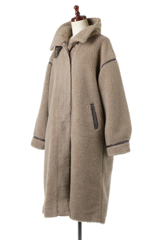 ShearlingFleeceStrappedNeckCoatボア&パイピング・ハイネックコート大人カジュアルに最適な海外ファッションのothers(その他インポートアイテム)のアウターやコート。首元まで暖かい、ミリタリー調のストラップが可愛いハイネックのボアロングコート。要所要所に施した合皮パイピングデザインがポイントになり、全体をスタイリッシュな雰囲気に仕上げてくれます。/main-11