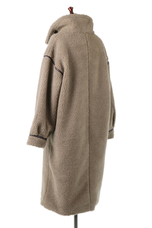 ShearlingFleeceStrappedNeckCoatボア&パイピング・ハイネックコート大人カジュアルに最適な海外ファッションのothers(その他インポートアイテム)のアウターやコート。首元まで暖かい、ミリタリー調のストラップが可愛いハイネックのボアロングコート。要所要所に施した合皮パイピングデザインがポイントになり、全体をスタイリッシュな雰囲気に仕上げてくれます。/main-13