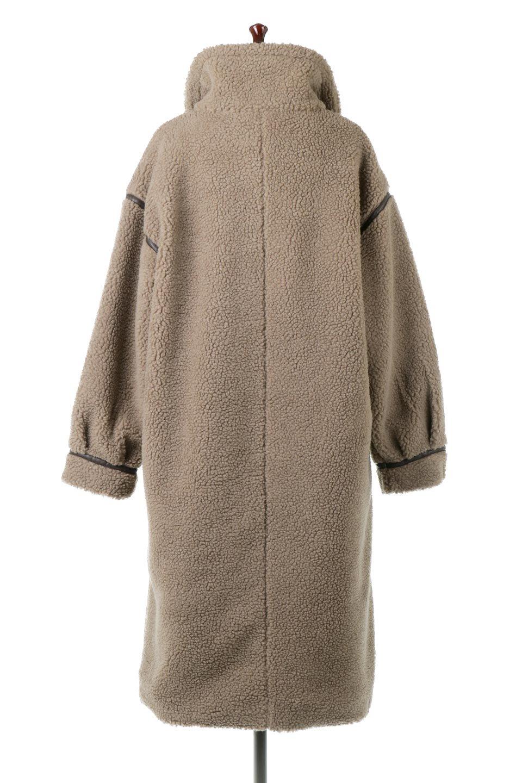 ShearlingFleeceStrappedNeckCoatボア&パイピング・ハイネックコート大人カジュアルに最適な海外ファッションのothers(その他インポートアイテム)のアウターやコート。首元まで暖かい、ミリタリー調のストラップが可愛いハイネックのボアロングコート。要所要所に施した合皮パイピングデザインがポイントになり、全体をスタイリッシュな雰囲気に仕上げてくれます。/main-14