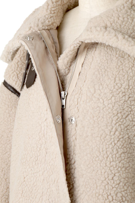 ShearlingFleeceStrappedNeckCoatボア&パイピング・ハイネックコート大人カジュアルに最適な海外ファッションのothers(その他インポートアイテム)のアウターやコート。首元まで暖かい、ミリタリー調のストラップが可愛いハイネックのボアロングコート。要所要所に施した合皮パイピングデザインがポイントになり、全体をスタイリッシュな雰囲気に仕上げてくれます。/main-20