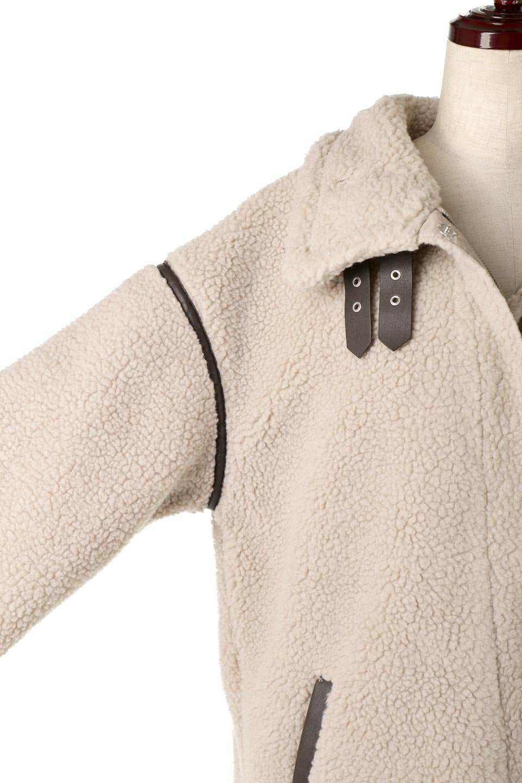 ShearlingFleeceStrappedNeckCoatボア&パイピング・ハイネックコート大人カジュアルに最適な海外ファッションのothers(その他インポートアイテム)のアウターやコート。首元まで暖かい、ミリタリー調のストラップが可愛いハイネックのボアロングコート。要所要所に施した合皮パイピングデザインがポイントになり、全体をスタイリッシュな雰囲気に仕上げてくれます。/main-21