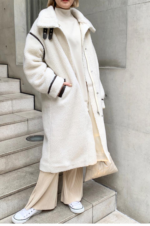 ShearlingFleeceStrappedNeckCoatボア&パイピング・ハイネックコート大人カジュアルに最適な海外ファッションのothers(その他インポートアイテム)のアウターやコート。首元まで暖かい、ミリタリー調のストラップが可愛いハイネックのボアロングコート。要所要所に施した合皮パイピングデザインがポイントになり、全体をスタイリッシュな雰囲気に仕上げてくれます。/main-27